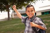 快乐的年轻的西班牙裔美国人的孩子的准备去上学 — 图库照片
