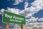 ваши ответы зеленый дорожный знак — Стоковое фото