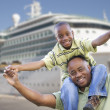 Happy Father and Son In Front of Cruise Ship — Stock Photo
