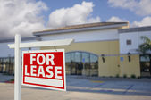 Vacant Retail Building with For Lease Real Estate Sign — Stock Photo