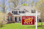 Sold Home For Sale Real Estate Sign and House — Stockfoto