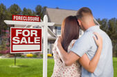 Military Couple Standing in Front of Foreclosure Sign and House — Stock Photo