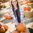 Preteen Girl Playing with a Wheelbarrow at the Pumpkin Patc — Stok fotoğraf