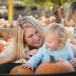 Young Family Enjoys a Day at the Pumpkin Patch — Stock Photo #33919997