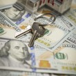 House and Keys on Newly Designed One Hundred Dollar Bills — Stock Photo