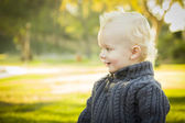 Adorable Blonde Baby Boy Outdoors at the Par — Stock Photo