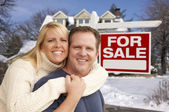 Couple in Front of New House and Real Estate Sign — Stock Photo