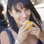 Pretty Italian Woman Smelling Oranges at the Street Market — Stock Photo