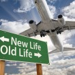 New Life, Old Life Green Road Sign and Airplane Above — Stockfoto