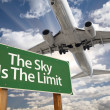The Sky Is The Limit Green Road Sign and Airplane — Zdjęcie stockowe