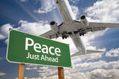 Peace Green Road Sign and Airplane Above — Foto Stock