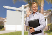 Real Estate Agent in Front of Blank Sign and House — Stock Photo