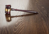 Wooden Gavel Abstract on Reflective Table — Stock Photo