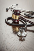 Gavel and Stethoscope on Reflective Table — Foto Stock
