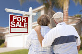 Happy Senior Couple Front of For Sale Sign and House — Foto Stock