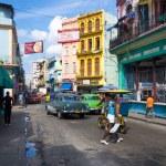 cena urbana em uma rua bem conhecida em havana — Foto Stock
