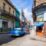 Urban scene in a well known street in Havana — Stock Photo