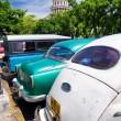 carros antigos, perto do Capitólio de havana em cuba — Foto Stock