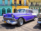 Classic Chevrolet parked in Old Havana — Stock Photo