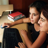Hispanic mother and daughter browsing the web — Stock Photo