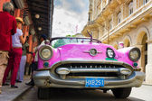 Vintage american car near El FLoridita in Havana — Stock Photo