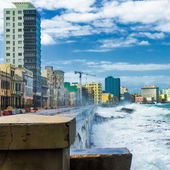 Hurricane in Havana with big sea waves crashing — Stock Photo