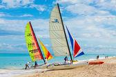 Tourists sailing at the beach of Varadero in Cuba — Stock Photo