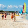 Tourists enjoying Varadero beach in Cuba — Foto de stock #15831879