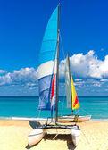 Two beautiful sailing boats on a cuban beach — Stock Photo