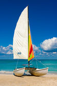 Catamaran on the beach of Varadero in Cuba — Stock Photo