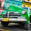 Vintage green Chevrolet in Havana — Stock Photo