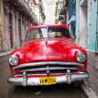 Old red car in a shabby street in Havana — Foto de Stock