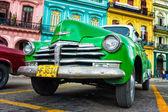 Vintage verde chevrolet en la habana — Foto de Stock