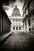Grungy black and white image of Havana — Stock Photo
