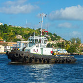 Tugboat sailing in the bay of Havana — Stock Photo