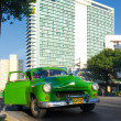 Old car in the neighborhood of El Vedado in Havana — Stok fotoğraf