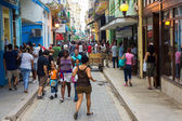 Cubans in the popular Obispo street in Havana — Stock Photo