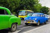 Chevrolet classico in una strada a cuba — Foto Stock