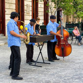 Traditional music group playing in Old Havana — Stock Photo