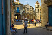 Tourists visiting Old Havana — Stock Photo