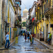 Cuban in an old neighborhood in Havana — Stock Photo