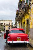 Antique Chevrolet in Old Havana — Stock Photo