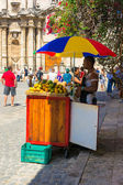 Stall selling tropical fruits to tourists in Havana — Stock Photo