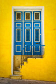 Colorful door on an old house in Havana — Stock Photo