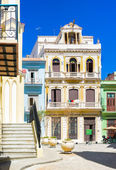 Typical colorful buildings in Old Havana — Stock Photo