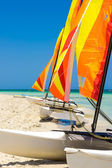 Catamarans with colorful sails on a cuban beach — Stock Photo