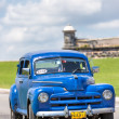Old car near the castle of El Morro in Havana — Stockfoto