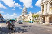 Street scene in Havana near the Capitol — Stock Photo