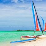 Catamaran at a tropical beach in Cuba — Stock Photo