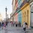 People in a colorful street in Havana, Cuba — Foto Stock